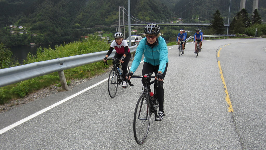Du ser nå på bilder fra: www.arnasykleklubb.org Samling på Olsnes